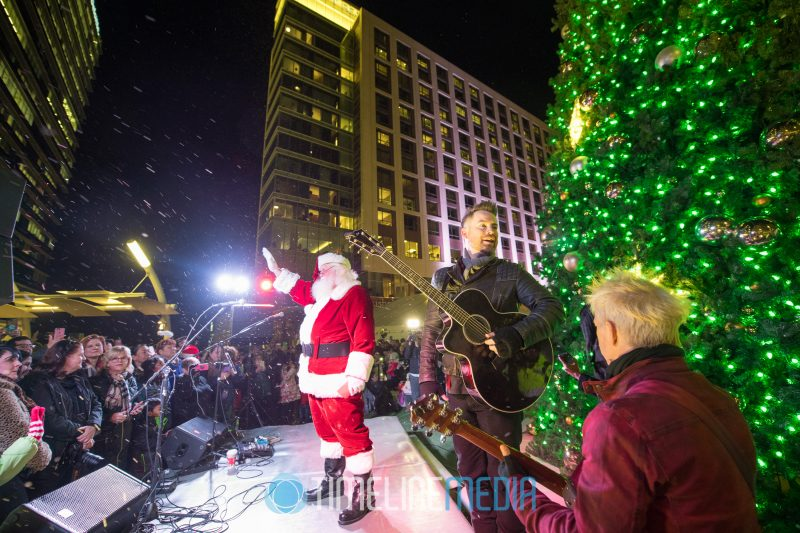 Santa and David Cook 2017 Christmas Tree Lighting on the Plaza at Tysons Corner Center
