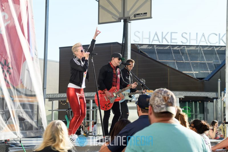 Thompson Square performing on the Plaza at Tysons Corner Center