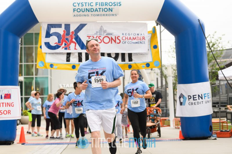 Runners in the Tysons Chamber 5K on the Plaza ©TimeLine Media