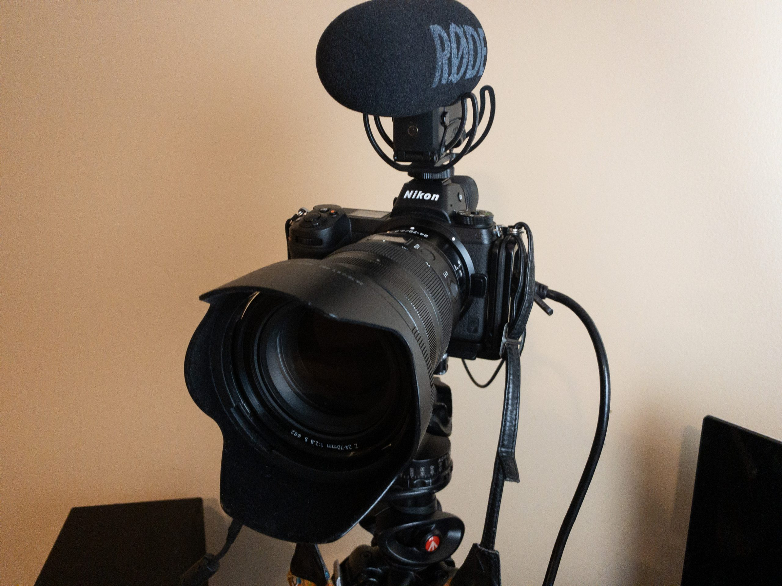 Camera tethered for video streaming with shotgun microphone