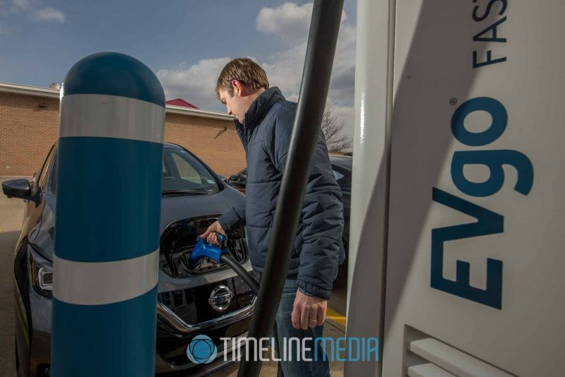 man charging and electric car ©TimeLine Media